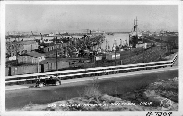 1938 postcard of the Los Angeles harbor. Courtesy of the Frasher Foto Postcard Collection, Pomona Public Library.
