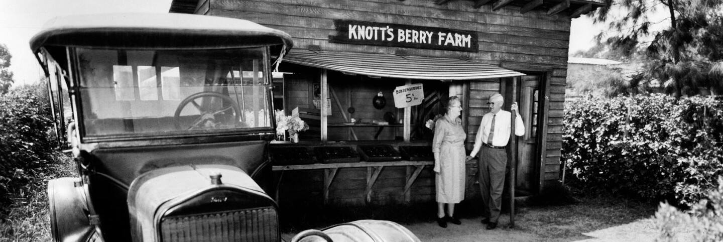 Knott's Berry Farm (header)
