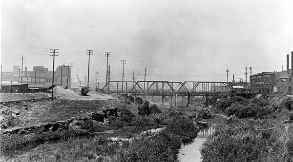 1925 view of the Macy Street bridge. Courtesy of the Photo Collection, Los Angeles Public Library.