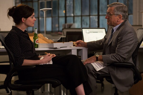 "Anne Hathaway as Jules Ostin and Robert De Niro as Ben Whittaker in Warner Bros. Pictures' ""THE INTERN."" Photo Credit: Francois Duhamel"