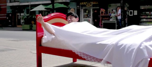 100En1Dia: Bed In the Street