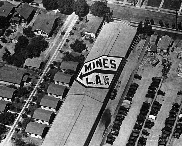 Land-based markers pointed the way for Mines Field-bound aviators. 1928 aerial photo courtesy of the Herald-Examiner Collection, Los Angeles Public Library.