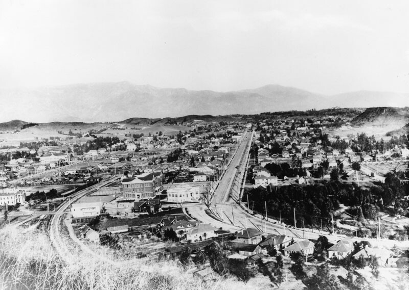 Panoramic view of N. Figueroa Street in Highland Park, near the intersection of Avenue 50. Monte Vista Ave. parallels it to the left. Circa 1908. | Public Domain