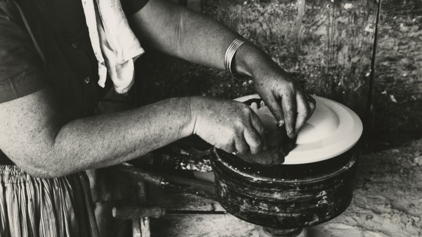 Edith Heath making pottery | Courtesy of the Environmental Design Archives at UC Berkeley