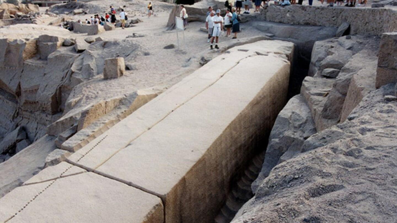 Unfinished obelisk   Photo: Wikipedia Commons
