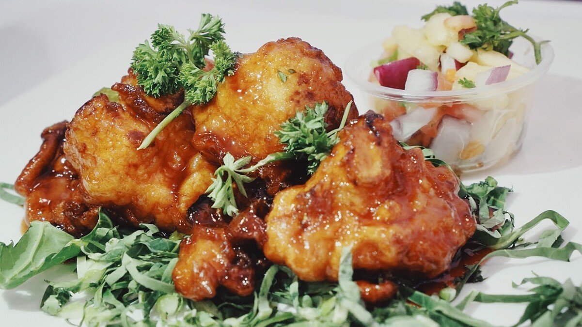 Vegan cauliflower wings | Courtesy of Hot and Cool Cafe