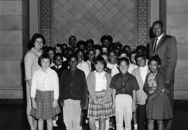 City Council members Rosalind Wyman and Tom Bradley pose with a group of school children at City Hall, ca. 1953. | Photo: Courtesy of Los Angeles Public Library