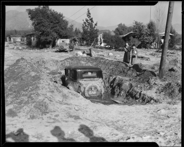 Mud covered this automobile during a 1934 flood in La Crescenta-Montrose. Courtesy of the Los Angeles Times Photographic Archive , UCLA Library. Used under a Creative Commons license.