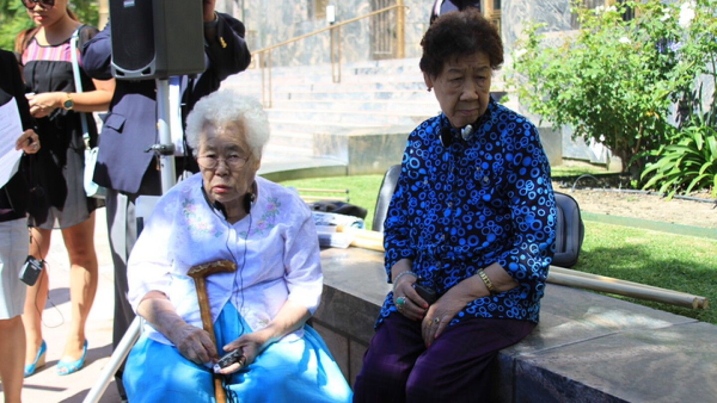 Comfort women survivors Ok-Seon Lee (L) and Il-Chul Kang (R) at a press conference in front of the Los Angeles Federal Courthouse announcing their arrival to the U.S. on July 22, 2014. | Photo: Amy Lieu/KCET