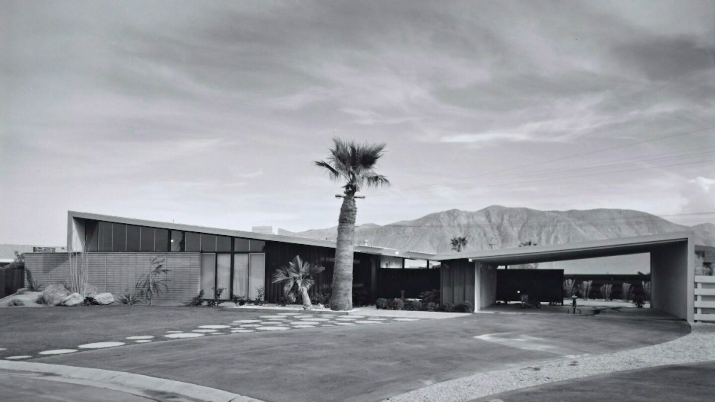 A Palm Springs house in mid-century modern style | Still from Lost LA Season 3 Desert Fantasy