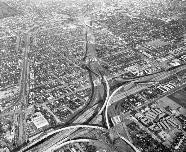 The interchange of the Santa Monica and San Diego freeways under construction in 1963. Courtesy of the Los Angeles Times Photographic Archive, UCLA Library.
