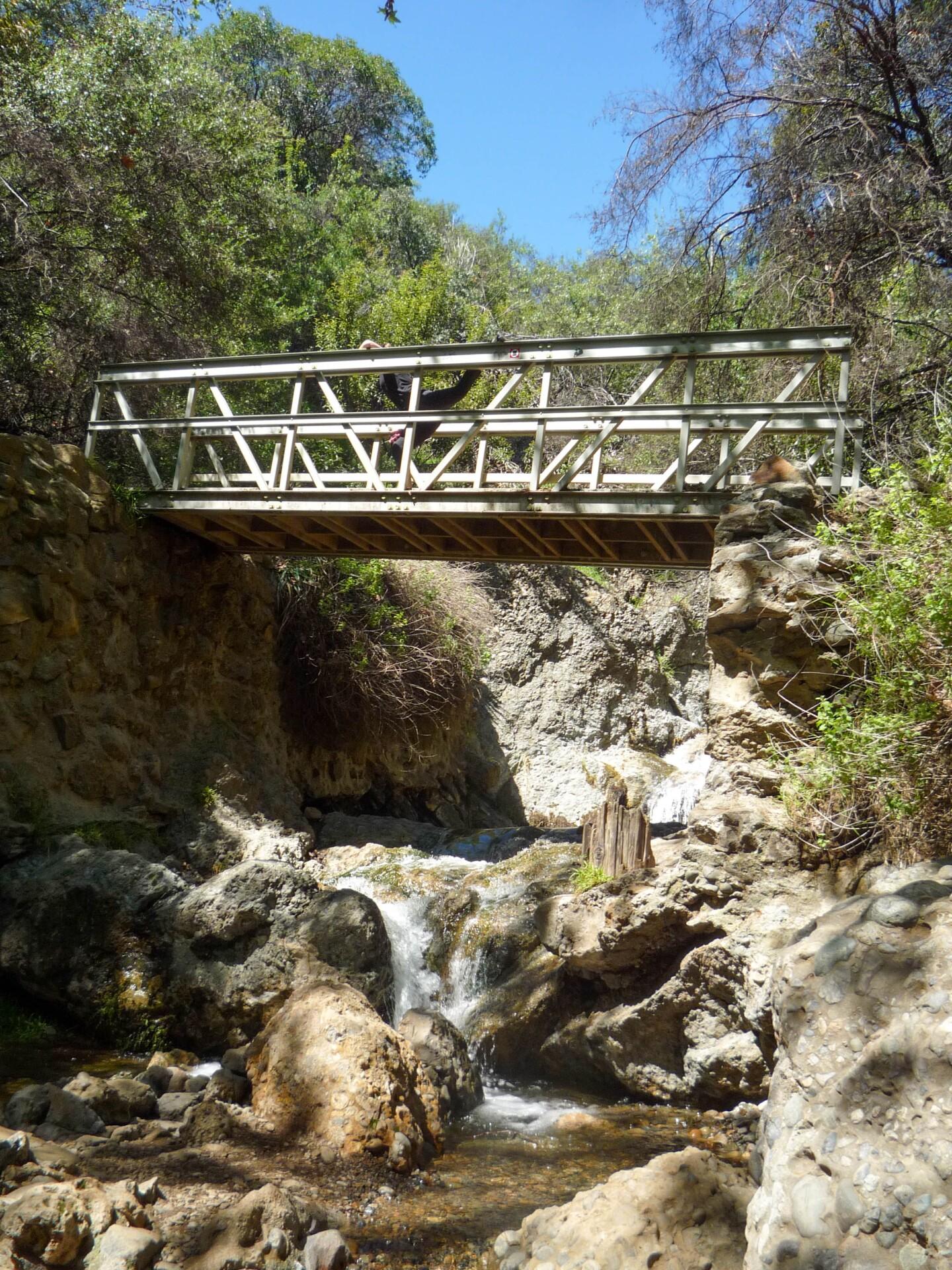 A footbridge found along the Temescal Canyon Trail in Temescal Gateway Park.