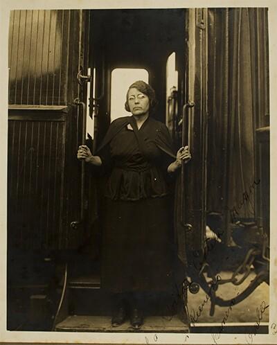 María Talavera Broussé disembarks the train that transported the remains of Ricardo Flores Magón from El Paso to Mexico City, at a stop in Aguas Calientes, Mexico, 1923 | Courtesy of La Casa de El Hijo del Ahuizote, Photographic Collection