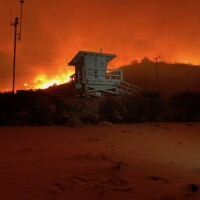 Woolsey Fire approaches Malibu beach, November 10
