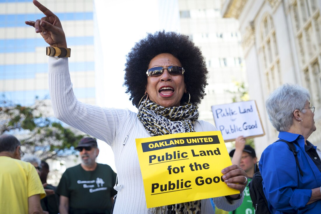 East Bay Alliance for a Sustainable Economy (EBASE), Causa Justa :: Just Cause, Oakland United Coalition, UNITE HERE! and more activists demonstrating against the Oakland-Alameda County Coliseum in 2015. | Annette Bernhardt/Flickr/Creative Commons