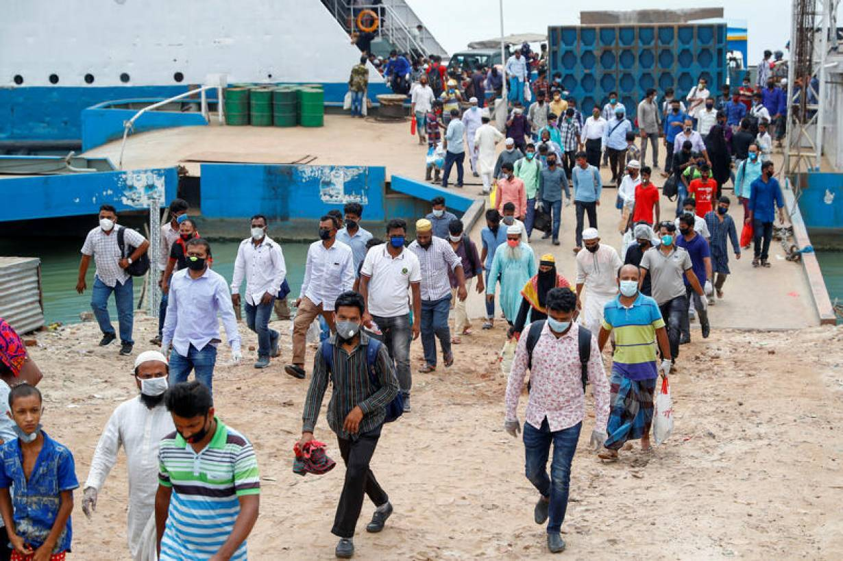 Migrant workers arrive at the Mawa Ferry Ghat in Munshiganj district, Bangladesh April 30, 2020. | REUTERS/Mohammad Ponir Hossain