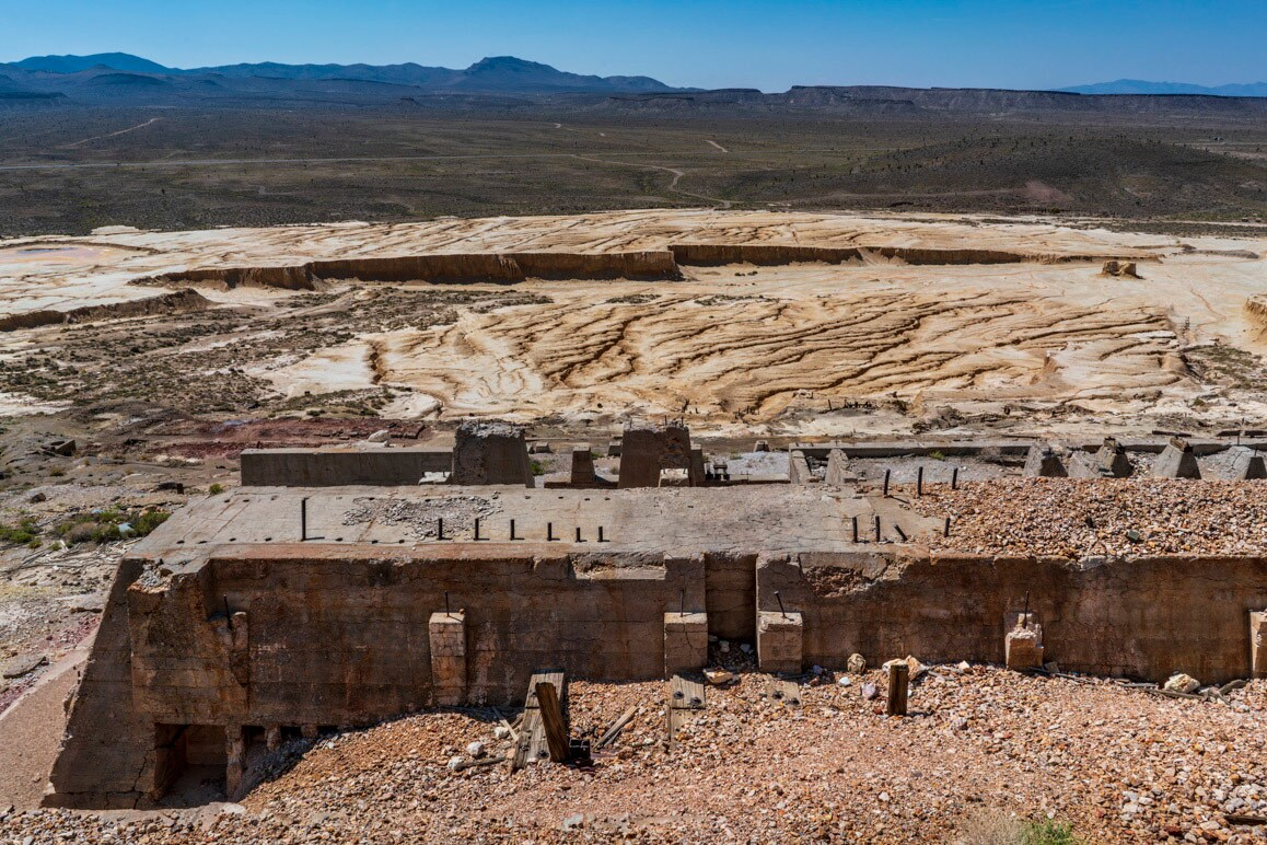 The ruins of the Goldfield Mill that was reworked as a heap leach operation by Golden Shield Resources and Margan Minerals during the early- to mid-1980s. | Kim Stringfellow.