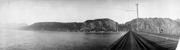 View looking back from Port Los Angeles at what is today Pacific Palisades. Courtesy of the Title Insurance and Trust / C.C. Pierce Photography Collection, USC Libraries.