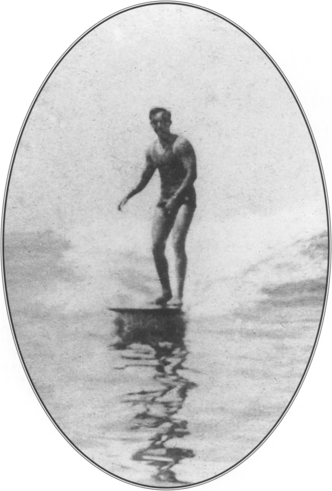 aking it look easy, Freeth rode a wave into the shore at Hermosa Beach in 1909. Courtesy Redondo Beach Historical Commission.