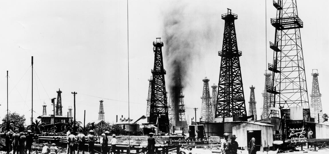 People watch as an oil well gushes in Union Oil Company's Long Beach oil field in Signal Hill. | Public Domain