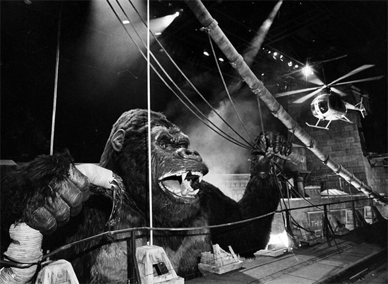 King Kong terrorizes tourists at Universal Studios | Herald Examiner Collection at Los Angeles Public Library