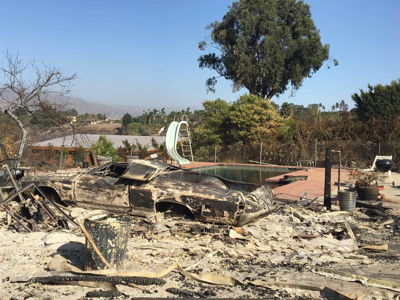 A backyard destroyed by the Woolsey Fire. Shot by Tori Edgar.å