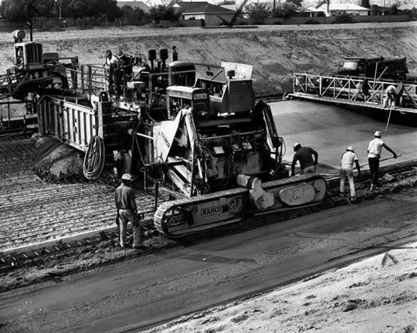 Paving the main channel near Whittier Narrows Dam, 1965 | Photo: Herald-Examiner Collection, Los Angeles Public Library