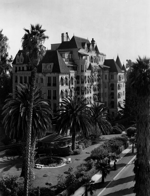 Chateau Elysee shorty prior to its conversion to Fifield Manor, 1951 | Herald-Examiner Collection, Courtesy of the Los Angeles Public Library