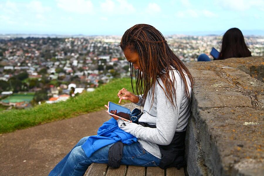 parks_and_technology_girl_with_smartphone_900.jpg