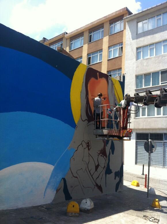 Levi Ponce painting in Istanbul.   Photo: Mehmet Naci Demirkol.
