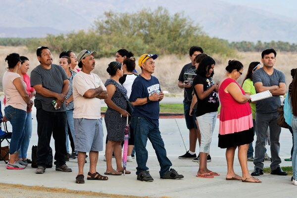 Hundreds of Coachella Valley residents waited patiently for services they are unlikely to afford or access otherwise. I Photo By: Ricardo Palavecino