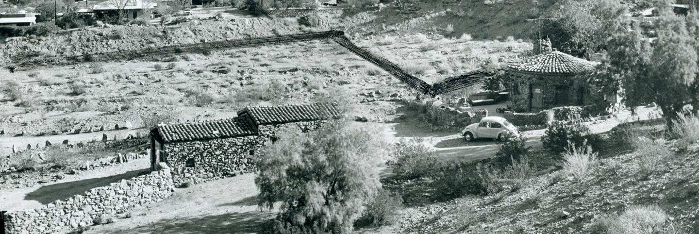 The round house in the 1970s. The other rock houses are to the right outside the frame. | Courtesy of Palm Springs Historical Society. All Rights Reserved.
