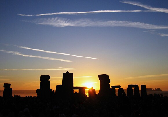 01_summer_solstice_sunrise_over_stonehenge_2005.jpg