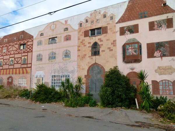 Along Clearwater Street, adjacent to the pathway, are two murals of Dutch row houses on the walls of what would otherwise be very plain buildings.