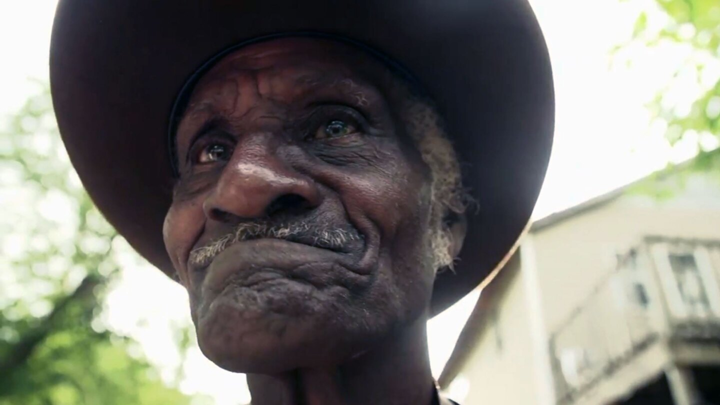 Gravedigger by day and bluesman by night Henry 'Gip' Gipson. | Reel South