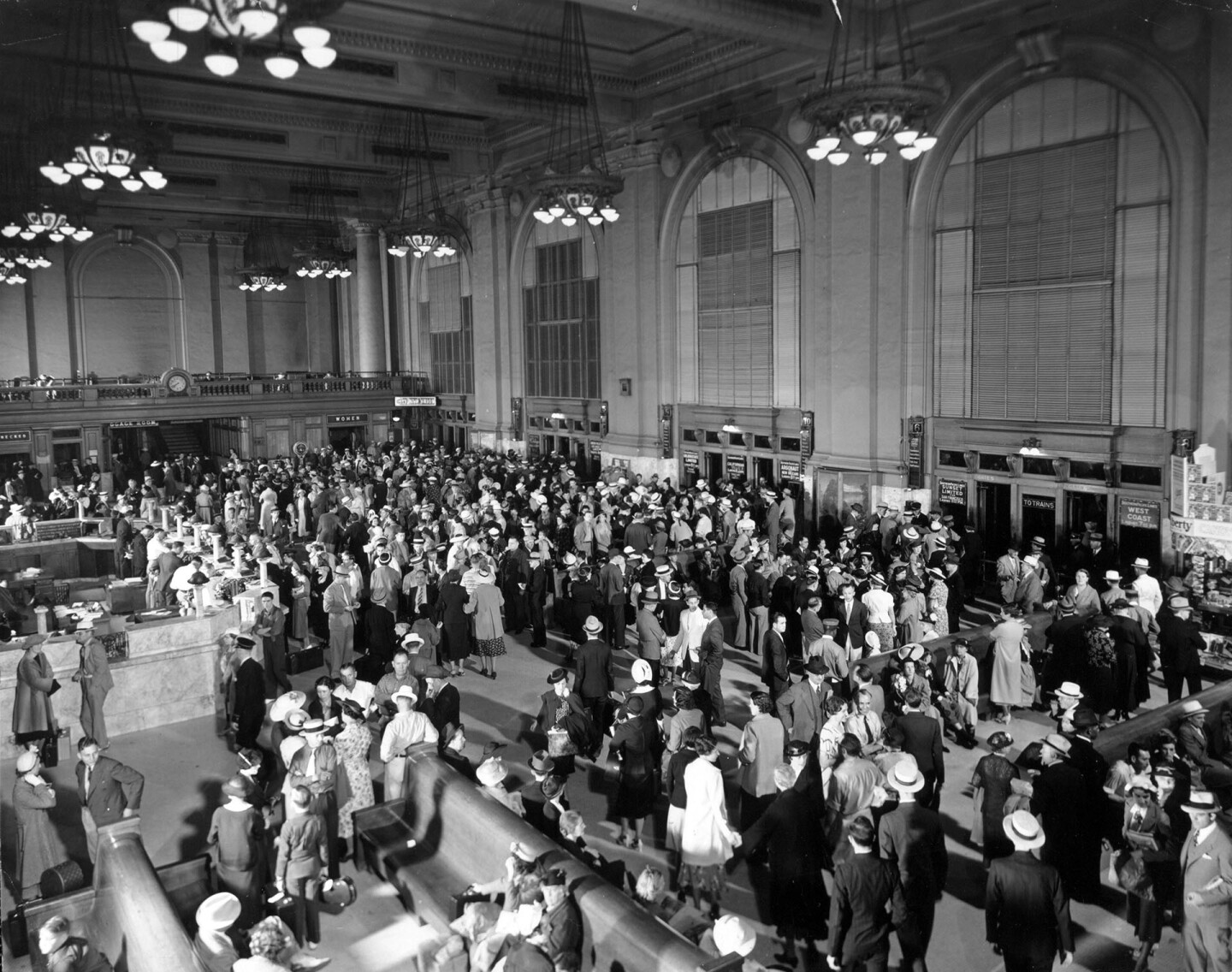 Interior view of the Central Station lobby. Courtesy of the Los Angeles Examiner Collection, USC Libraries.
