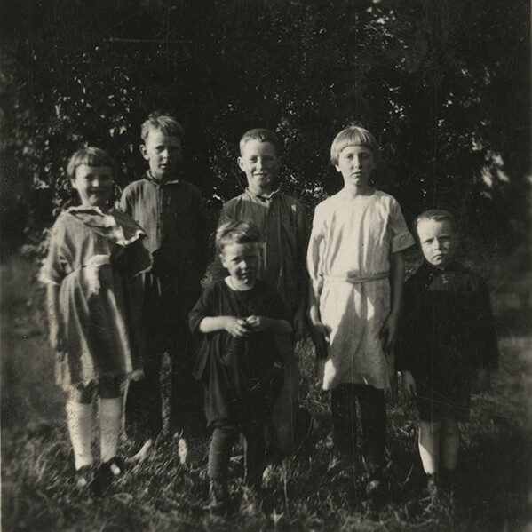 Edith Heath with her six siblings | Courtesy of the Environmental Design Archives at UC Berkeley