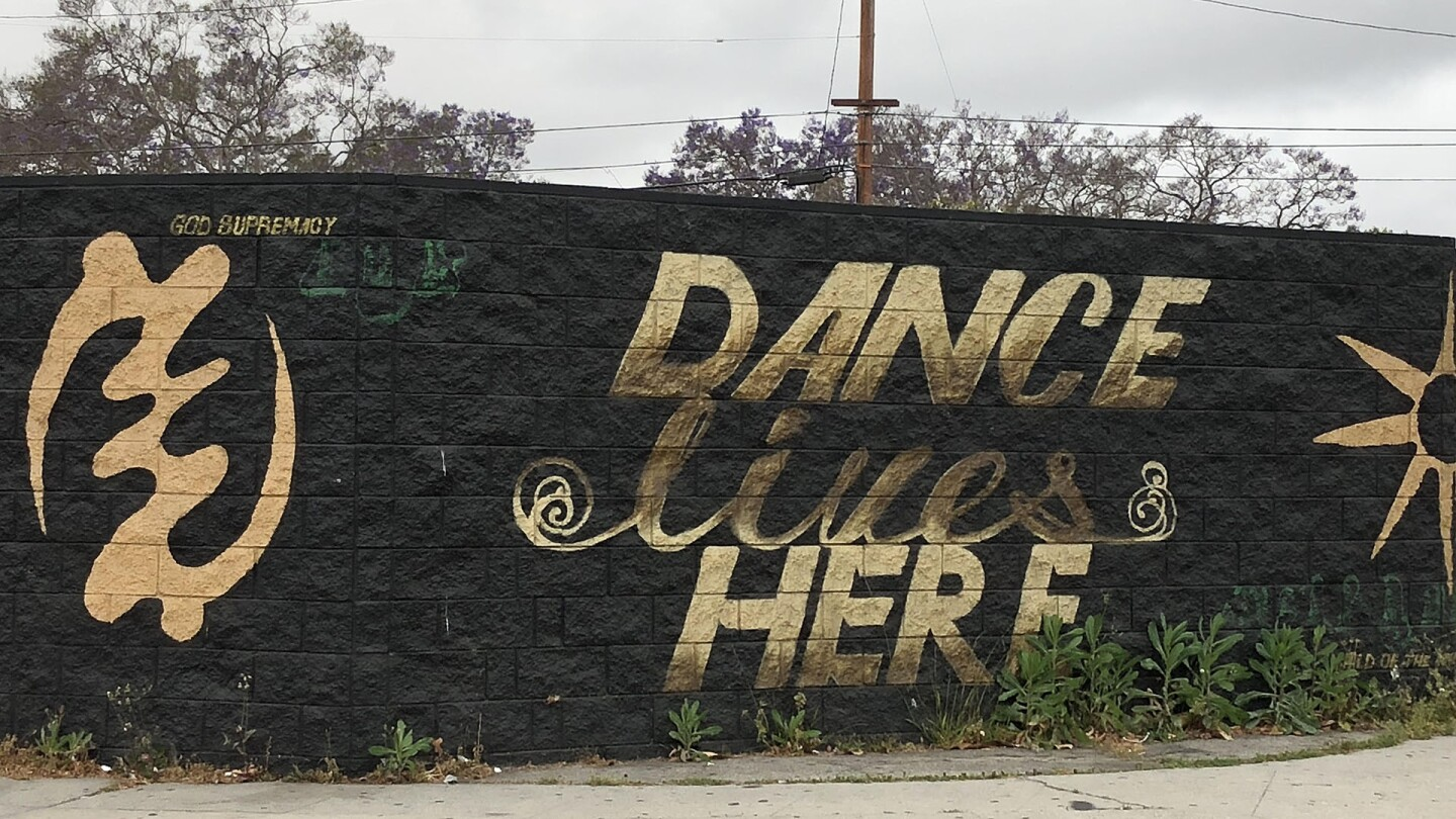 """""""Dance Lives Here"""" mural on Crenshaw"""