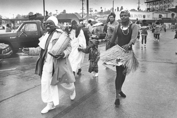 Kwanzaa parade on Dec. 31 1988. Image: Steve Grayson, courtesy of Los Angeles Public Library