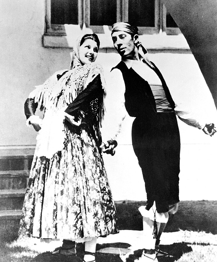 Photograph of Margarita Cansino (Rita Hayworth) at age 16 with her father and dancing partner Eduardo Cansino circa 1933. | Wikimedia Commons/Photoplay/Macfadden Publications, Inc.