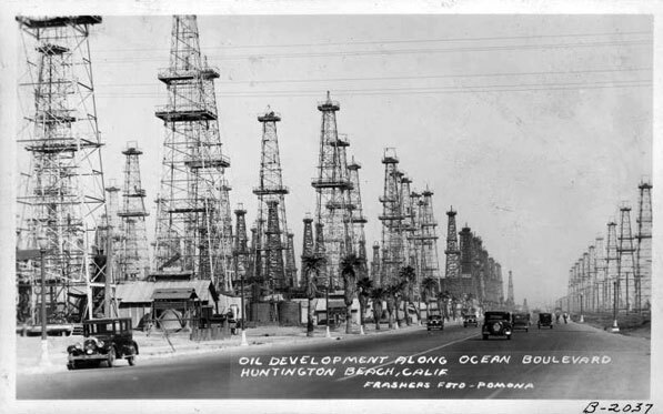 Oil wells in Huntington Beach, 1935. Courtesy of the Frasher Foto Postcard Collection, Pomona Public Library.
