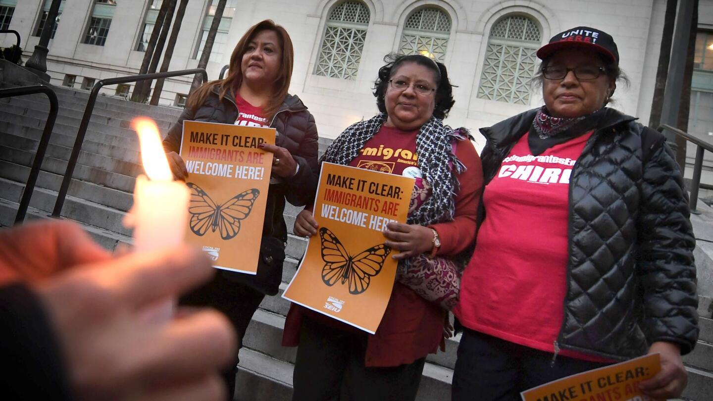 vigil to protest against US President Donald Trump's new crackdown on 'sanctuary cities' outside L.A. City Hall 01/25/17 | photo Mark Ralston/AP/Getty Images