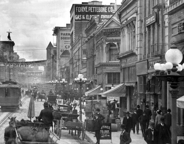 Another view of the Broadway's intersection with Mercantile Place, seen here circa 1906. Courtesy of the USC Libraries - California Historical Society Collection.