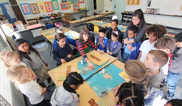 Teaching Artist Leah Padow's visual arts class at Playa del Rey Elementary; Photo generously taken by Alex de Cordoba | Courtesy of P.S. Arts