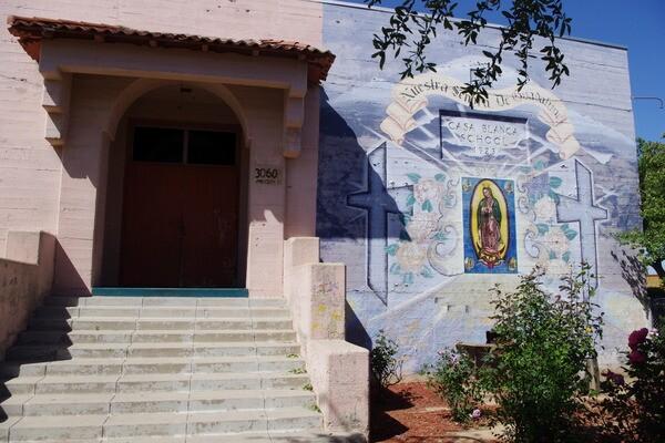 Mural on main entrance of former Casa Blanca Elementary School I Photo Ed Fuentes