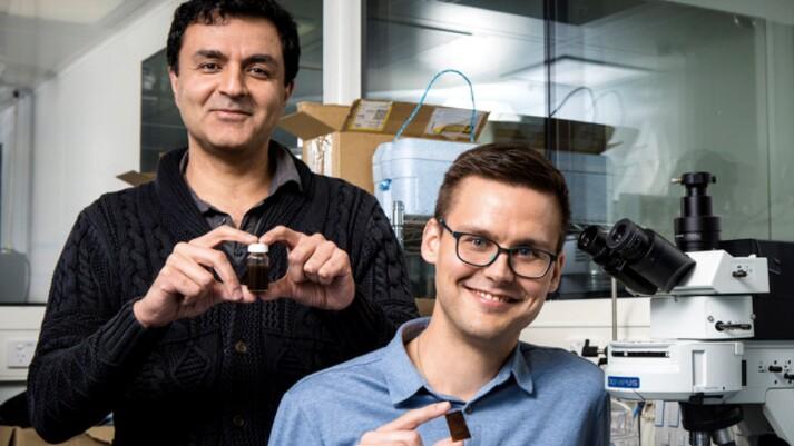 Researchers Kourosh Kalantar-zadeh and Torben Daeneke with their solar fuel paint   Photo: RMIT