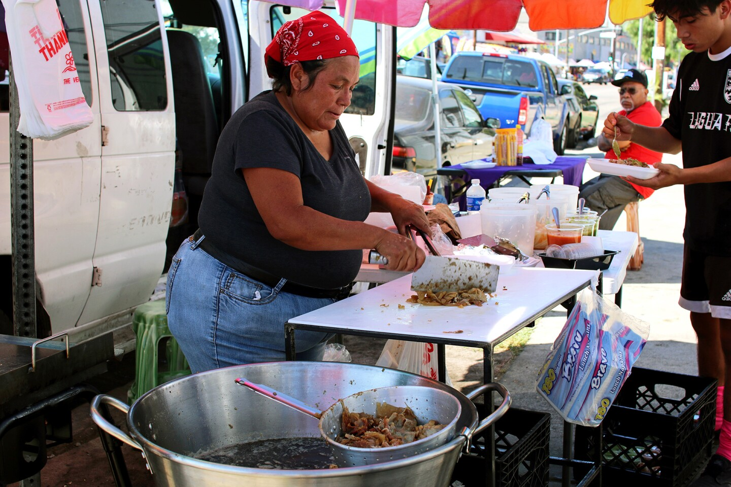 A Pinata District taco vendor | Samanta Helou Hernandez