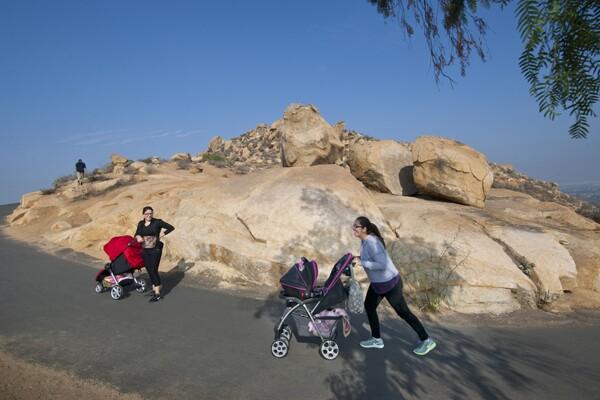 Cristal Perez and her friend make their way up the mountain.   Photo: Douglas McCulloh