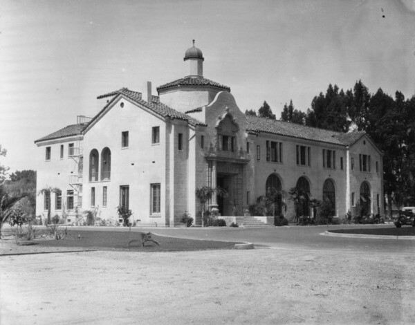 Exterior view of the Administration Building at the Los Angeles County Farm | Photo: Security Pacific National Bank Collection, Los Angeles Public Library