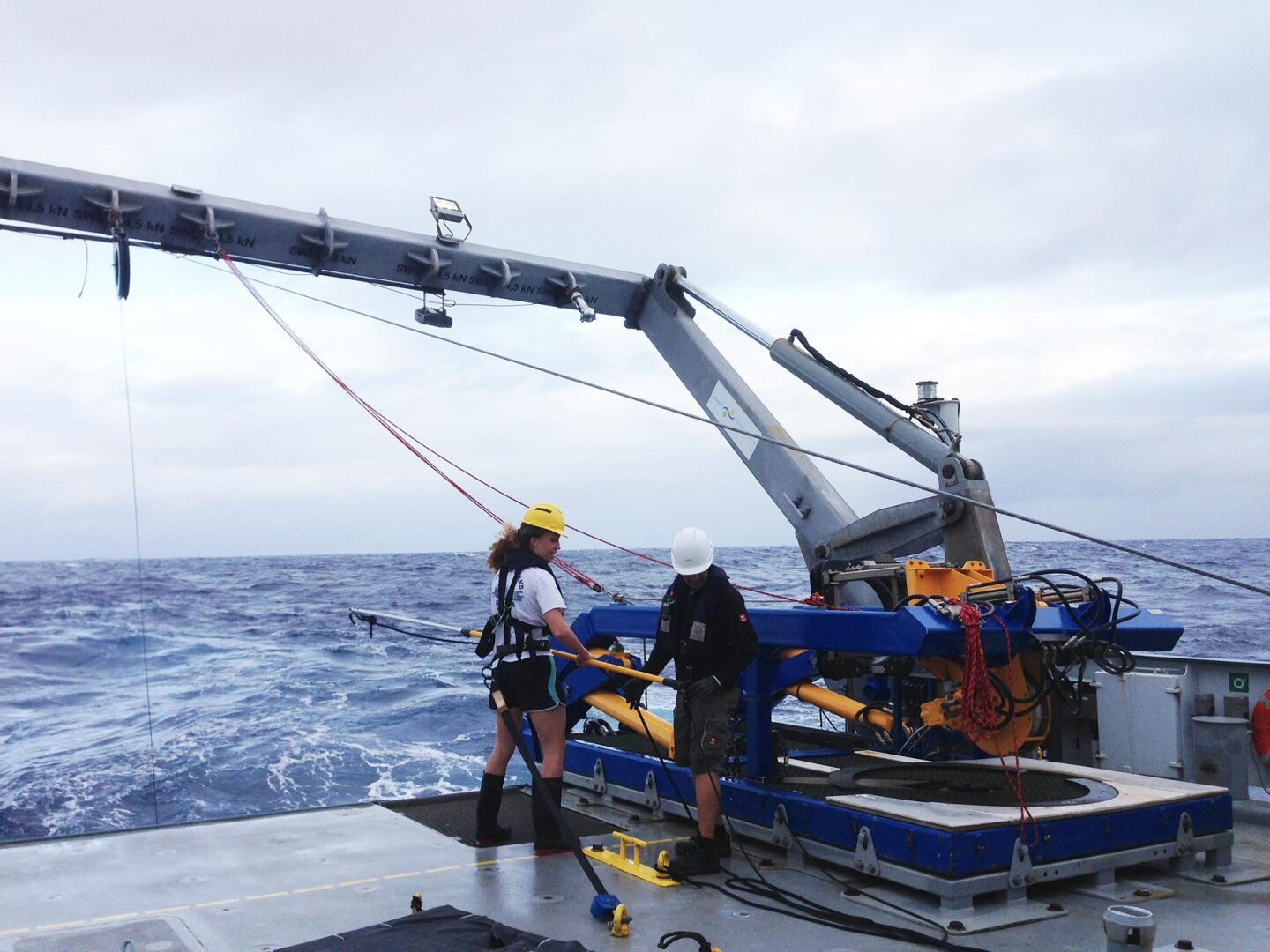 Students retrieve the CTD from the water. | Naomi Levine